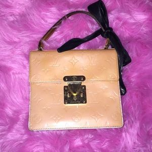 Perfect many Louis Vuitton Kelly style bag